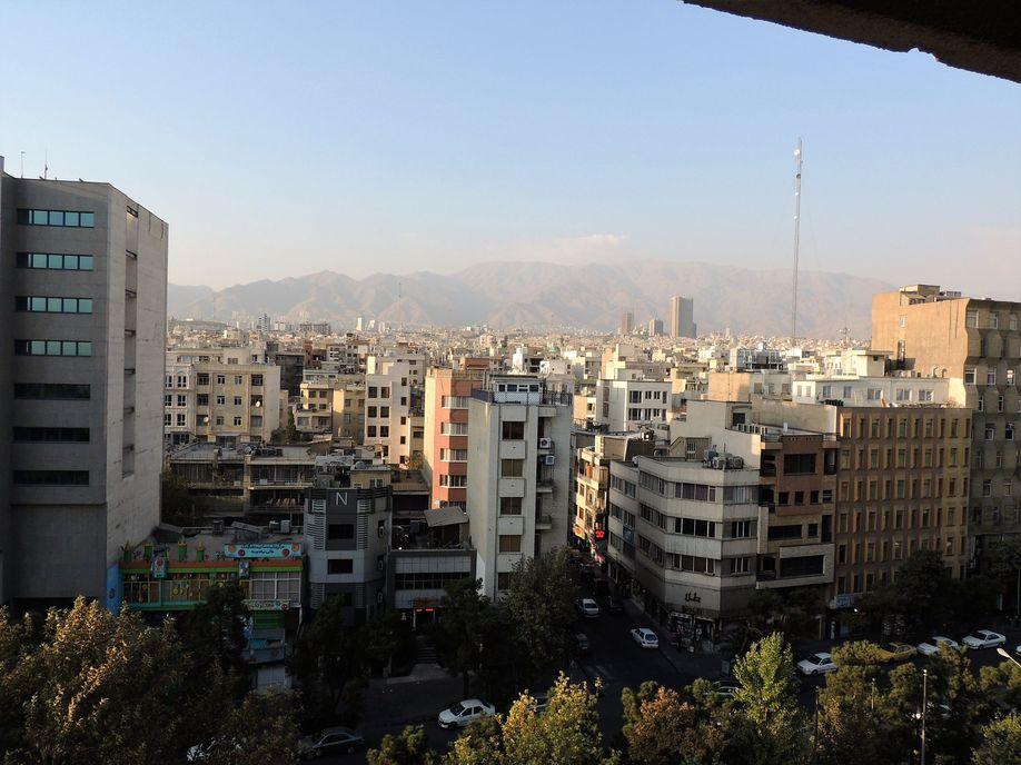 Téhéran vue de notre chambre d'hôtel.