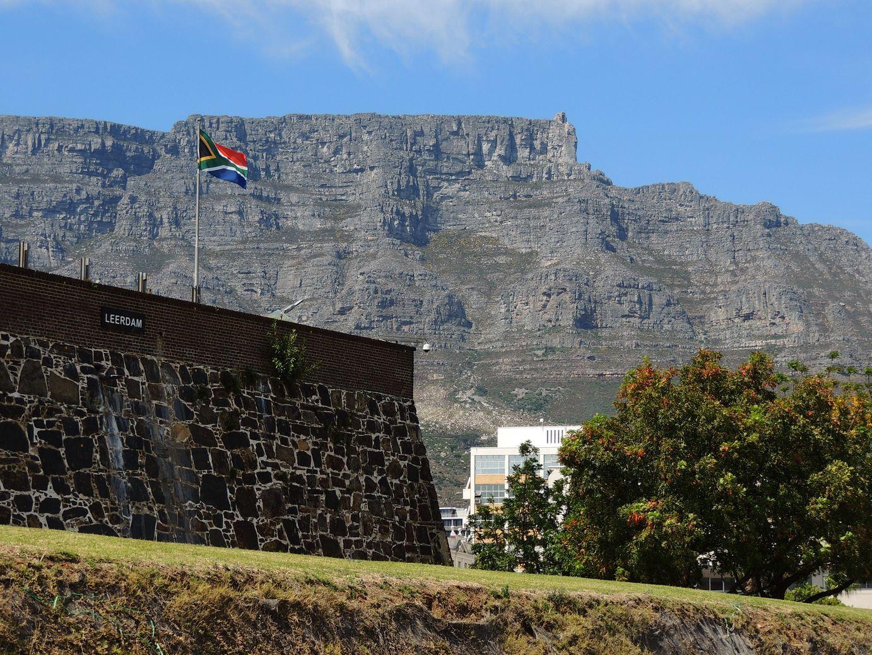 La montagne de la table qui surplombe la ville et le fort
