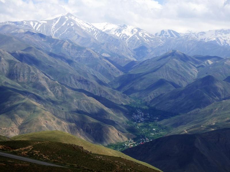 605 Villages au pied des monts