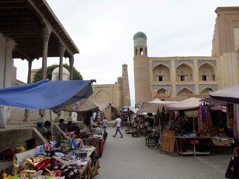 655 Etal de marchand à Khiva