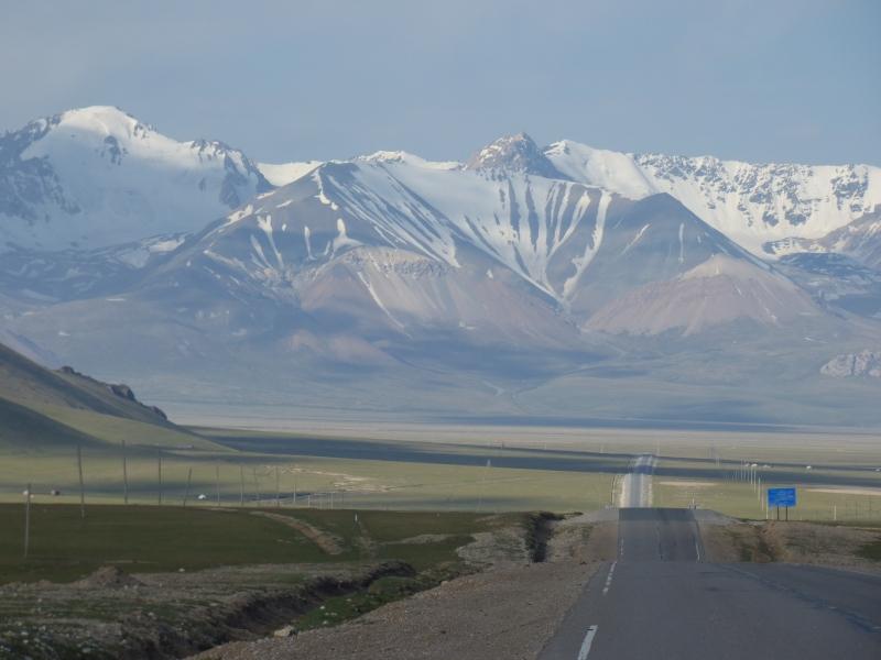 771 La route qui mène à la frontière chinoise à 3300m d'altitude