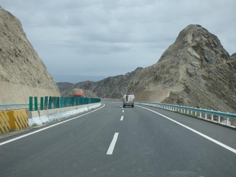 L'autoroute qui mène à Urumqui