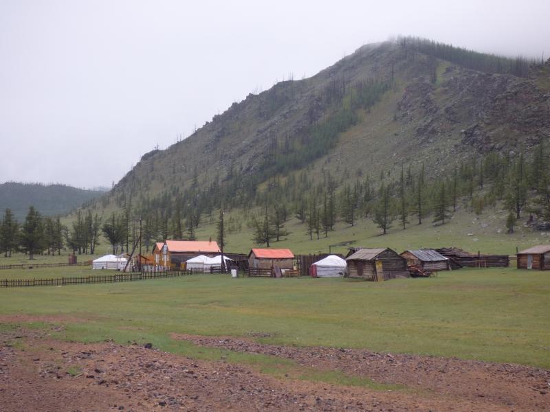 831 Village dans la plaine mongole
